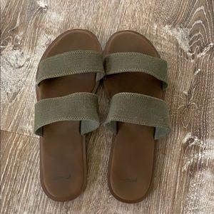 Sanuk Gora Gora olive slides / sandals